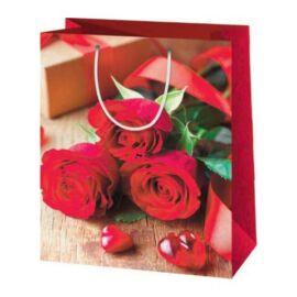 Rózsák és szívek nagy lakk dísztasak 23x34x9cm