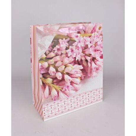 Papírtáska virágcsokor