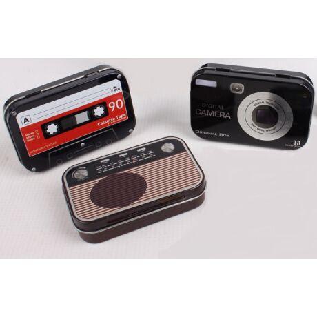 Fém gyógyszeres doboz, kazetta, fényképezőgép, rádió mintákkal
