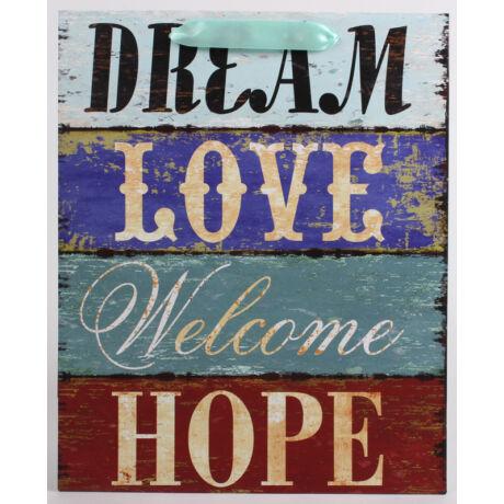 Papírtáska Dream Love mintás