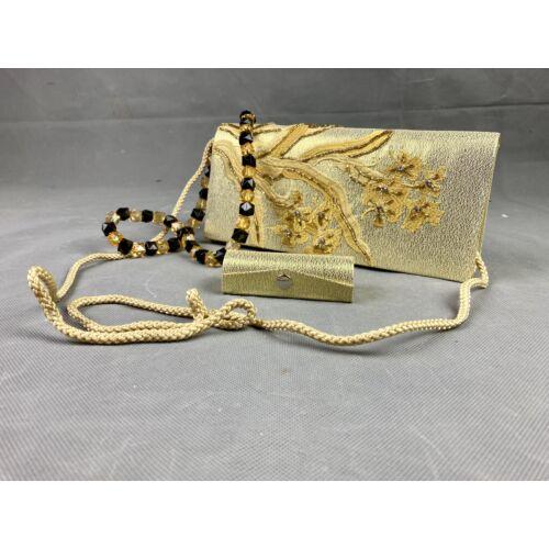 Omely aranyszínű estélyi táska hímzéssel